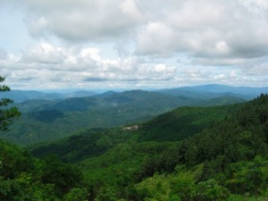 真ん中の茶色部は山岳民族の村